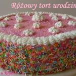 Różowy tort urodzinowy