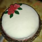 Tort karmelowo gruszkowy