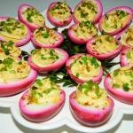 Rozowe jajka z majonezem