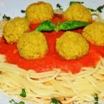 Spaghetti z pulpetami z s...