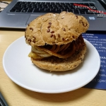 Burger z glogu i soczewic...