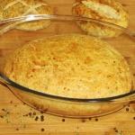 chrupiacy chleb w naczyni...