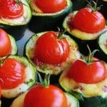 cukinia, ser i pomidorki