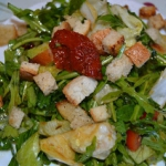 Salatka z grzankami