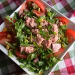 Salatka z tunczykiem, ruk...