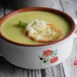 Zupa czosnkowa z kurkumą