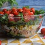 Warstwowa salatka z tuncz...