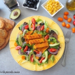 Kolorowa salatka z kotlet...