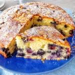 Migdalowe ciasto z borowk...