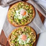 Chlebki naan z jajkiem i...