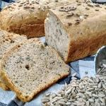 Chleb z ziarnami na...