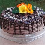 Tort czekoladowy z czarna...