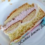 Tort z truskawkowym kreme...