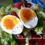 Salatka z jajkiem na miek...