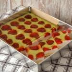 Szybki sernik truskawkowy