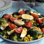 Salatka z brokulami, jajk...