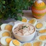 Jajka z sosem tunczykowym...