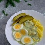 Jajko w sosie koperkowym