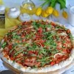 Pizza z szynką serrano,...