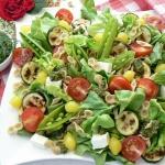 Salatka z pesto i farfall...