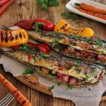 Makrela z grilla z rabarb...