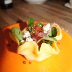 Serowe miseczki salatkowe