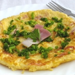 omlet z żółtym serem...