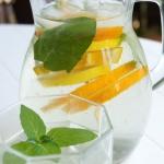Lemoniada z cytryna i pom...