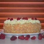 Tort malinowy z białą...
