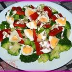 Salatka brokulowa z papry...