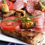Bruschetta z salami spian...
