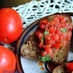 Bruschetta z pomidorami i...