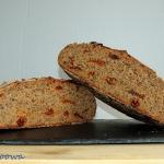 Chleb zytni z suszonymi p...