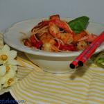 Chow mein w sosie tajskim...