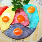Kolorowe jajka sadzone
