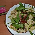 Salatka z makaronem suszo...