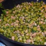Zielony groszek z szynką
