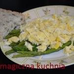 Jajecznica na szparagach