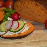 Chleb pomidorowy z bazyli...