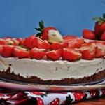 Tort smietanowo truskawko...