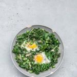 Zielone warzywa z jajem...