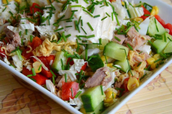 Chinese instant soup salad with tuna