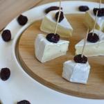 Camembert z żurawiną,...