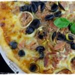 Pizza z tunczykiem, oliwk...