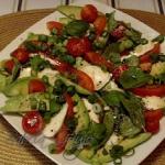 Salatka typu Caprese z Aw...