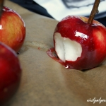 Jablka na patyku