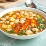 Wegańska zupa fasolowa...