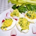 Faszerowane jajka ze...