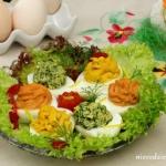 Jajka z kolorowymi...