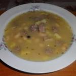 Zupa fasolowa z białą...